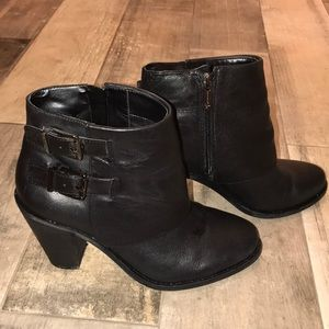 Worn once Jessica Simpson black  low top boots